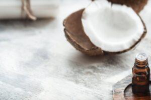 Aceite de coco para las pestañas: asegura unas pestañas largas y densas