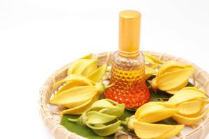 10 beneficios del aceite esencial de Ylang Ylang